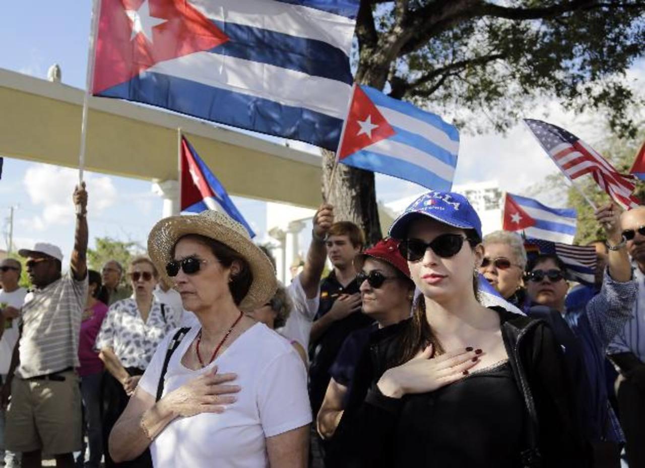 Los cubanos que residen en Miami están divididos: los primeros inmigrantes se oponen a acuerdos Obama-Castro, pero los jóvenes creen que es lo apropiado de cara al futuro. foto edh