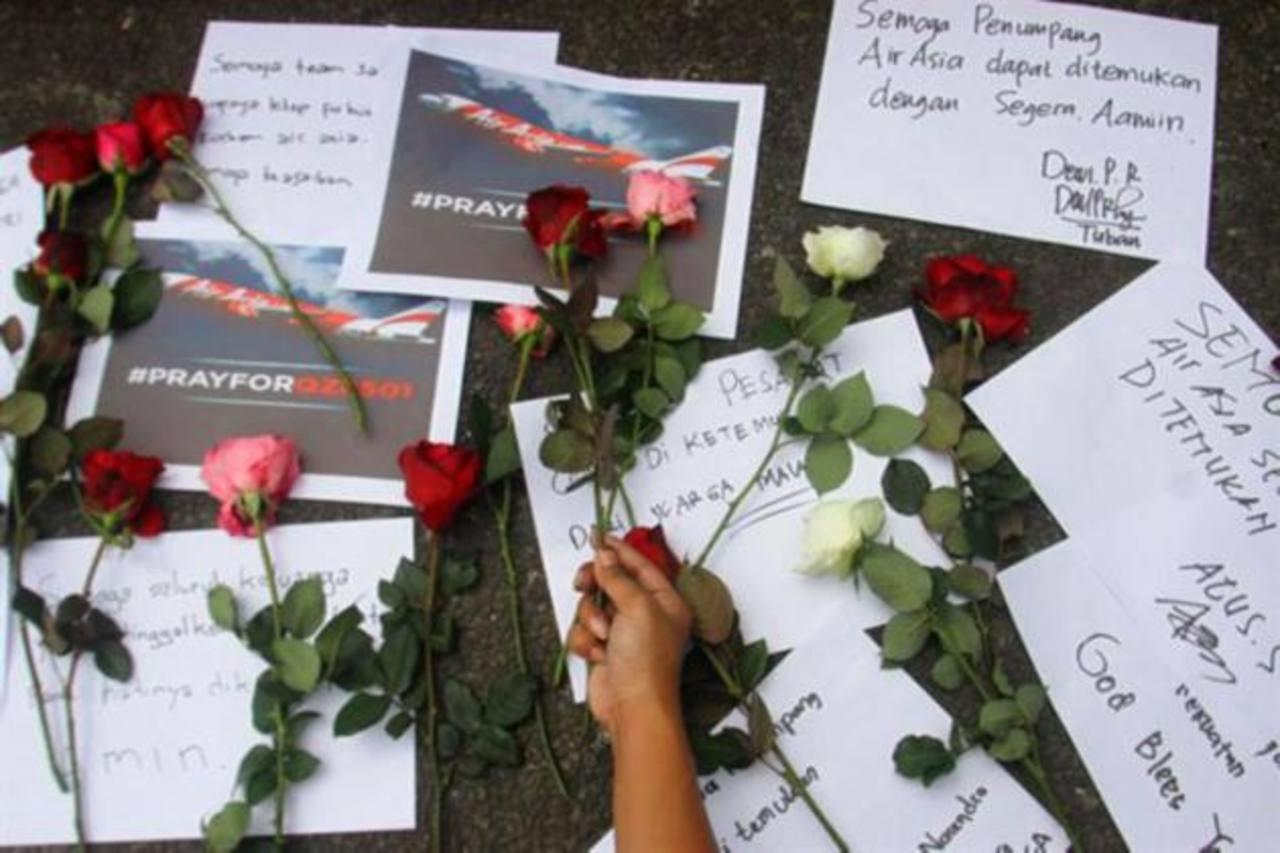 Hallan cuerpos en aguas indonesias donde desapareció avión