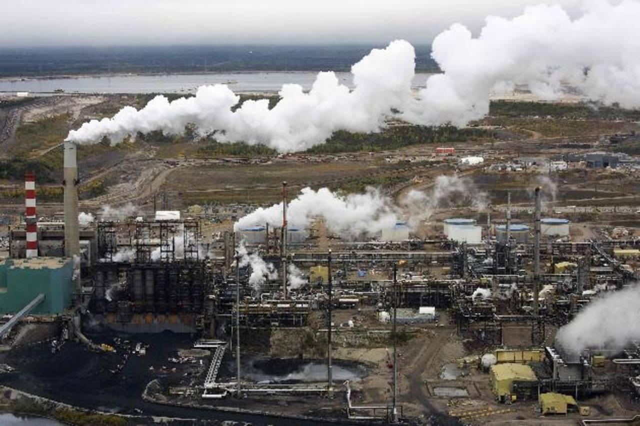 """Varios países de la OPEP, entre ellos Irán, sostienen que Arabia Saudí les """"traicionó"""" al no acordar recortes en la producción de crudo, lo que afectará sus economías. FOTO EDH / archivo"""