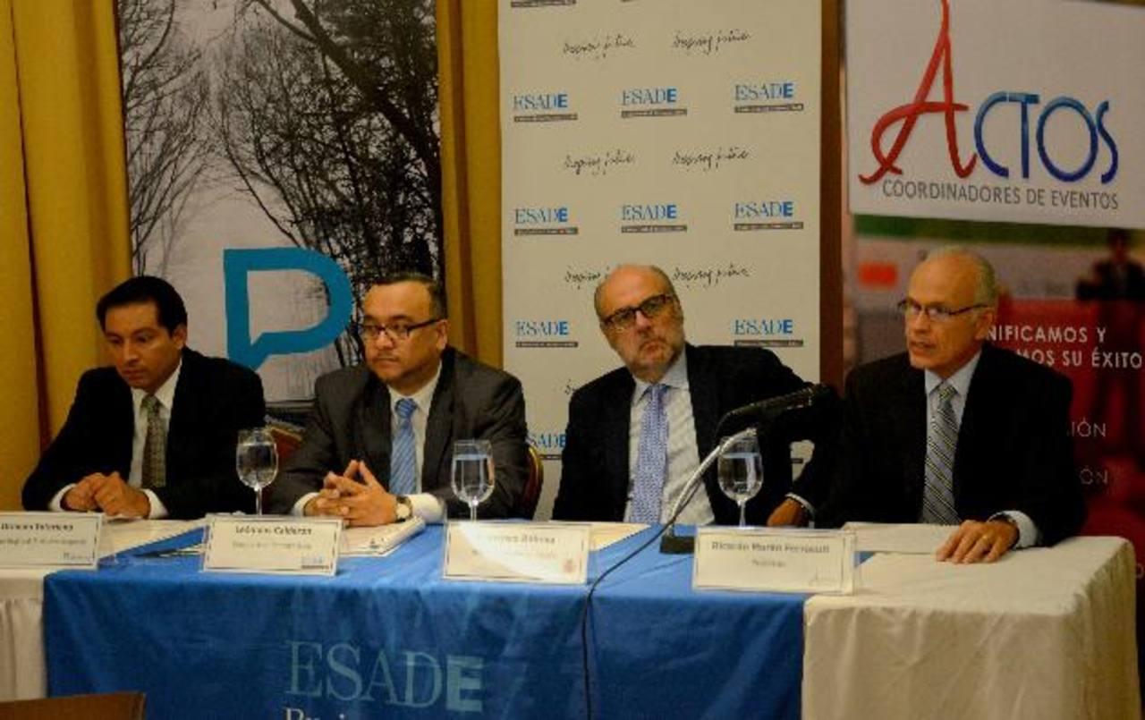 Orlando Interiano, de Publicidad Comercial; Leonidas Calderón de Esade; Francisco Rabena, embajador de España y Ricardo Morán, de Actos. Foto EDH / mario amaya