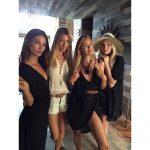 La ángeles de Victoria?s Secret en un momento de relajación en la producción para la colección de verano. FOTO EDH / agencia.