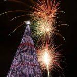 Encienden el árbol de Navidad más alto de El Salvador