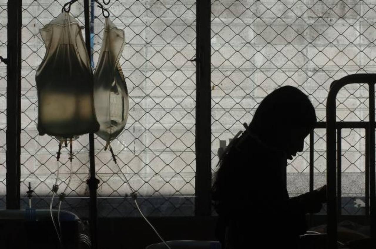 Una niña recibe su tratamiento de diálisis peritoneal en el Bloom. foto edh / ARCHIVO