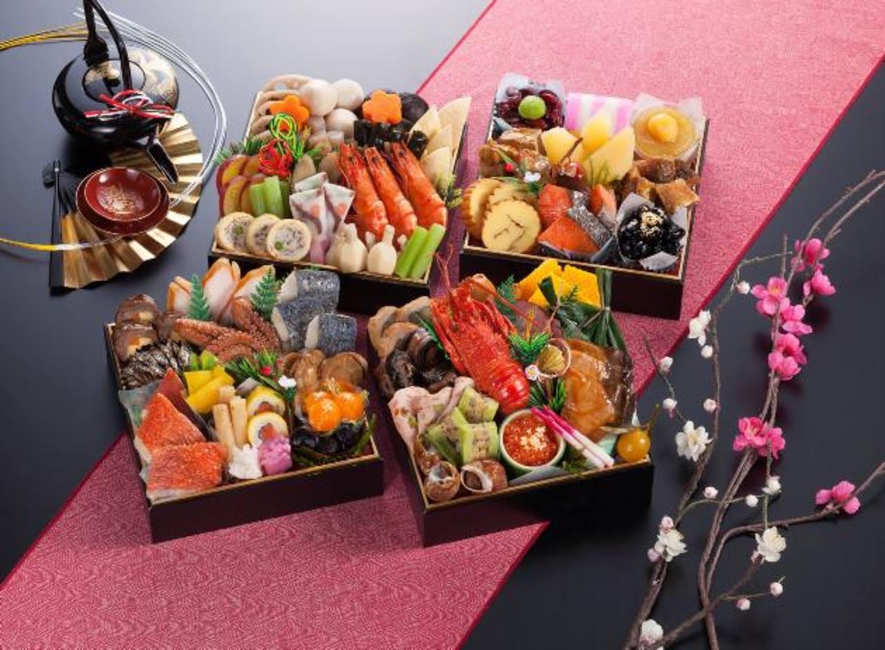 Dada su larga preparación, algunas familias optan por comprar el osechi en tiendas especializadas. foto EDH