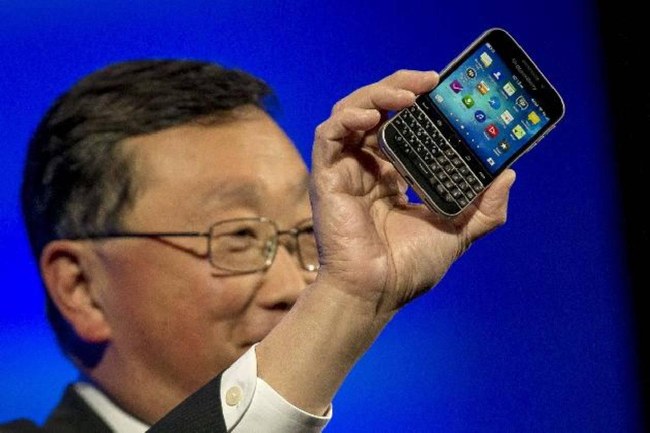 John Chen durante el lanzamiento del dispositivo con teclado. foto edh