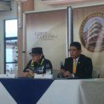 El magistrado de la Corte de Cuentas, Raúl López, (izquierda) dijo que 111 funcionarios están siendo procesados por uso de vehículos nacionales.