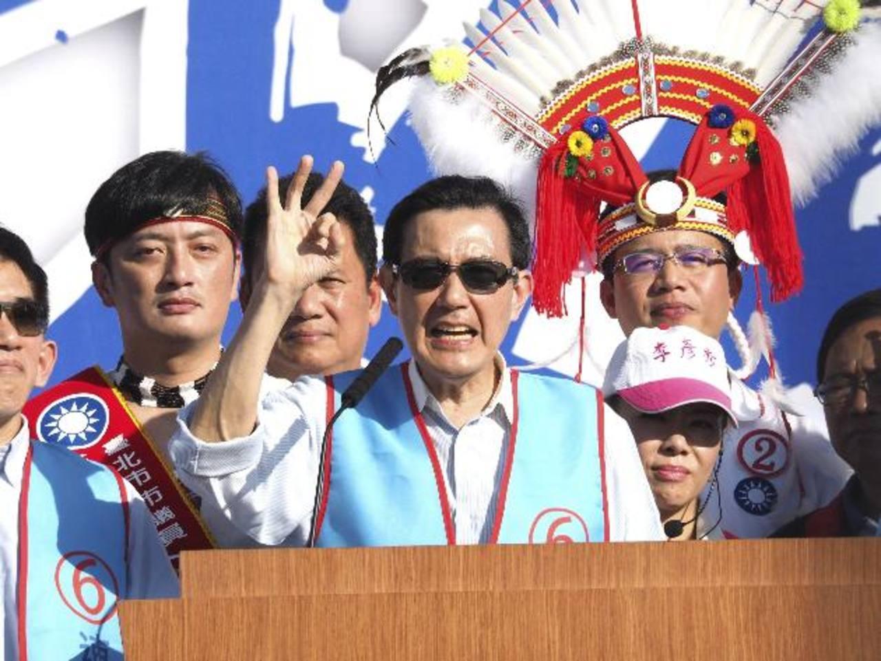 EL presidente taiwanés, Ma Ying-jeou (c), participa en un mitin electoral en Taipei. foto edh / efe