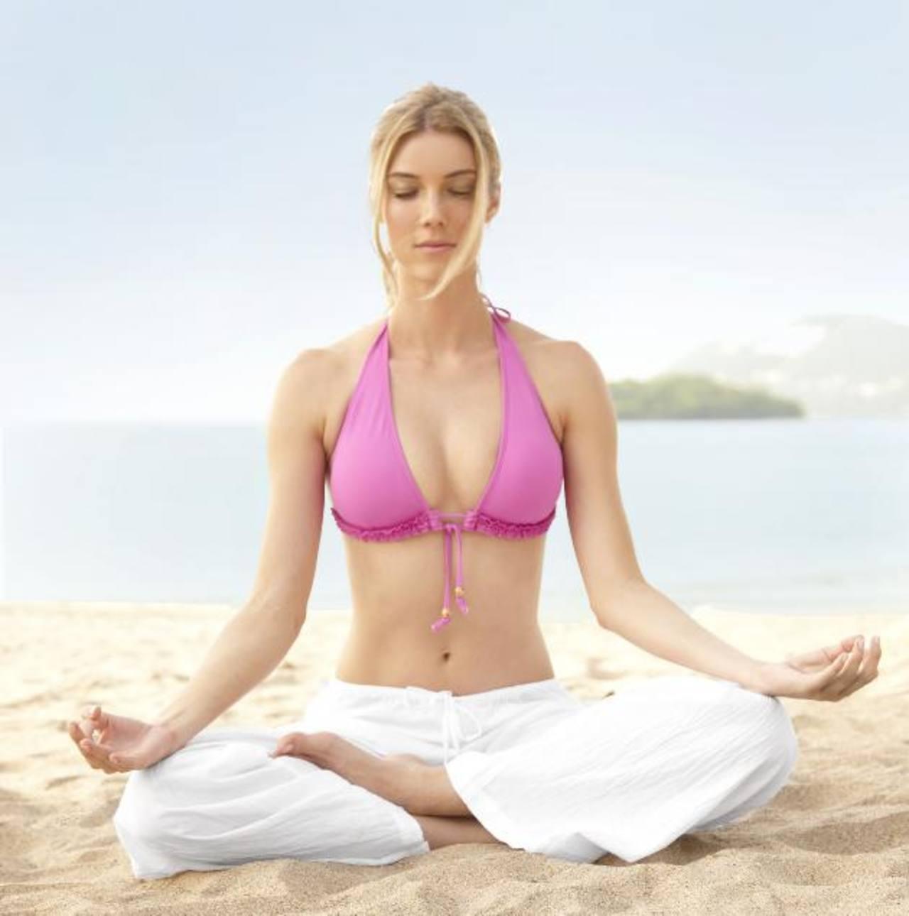 Con sus diversas prácticas físicas, espirituales y meditativas, el yoga brinda beneficios para el bienestar integral. foto EDH