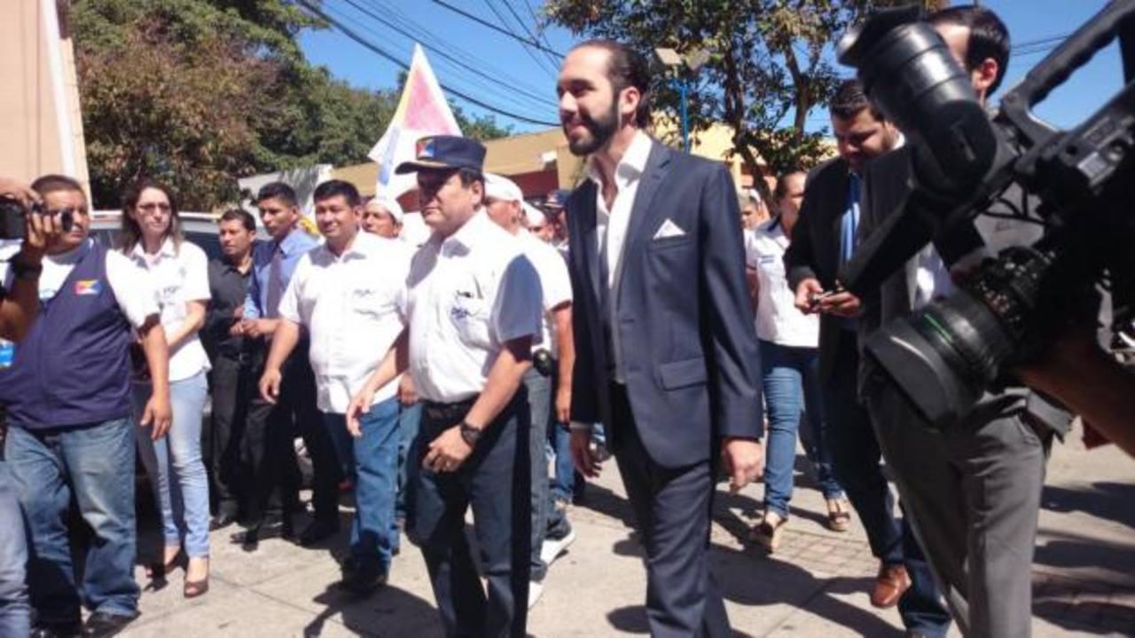 Momento en que Nayib Bukele llega a CIFCO a la firma del convenio con el PSP