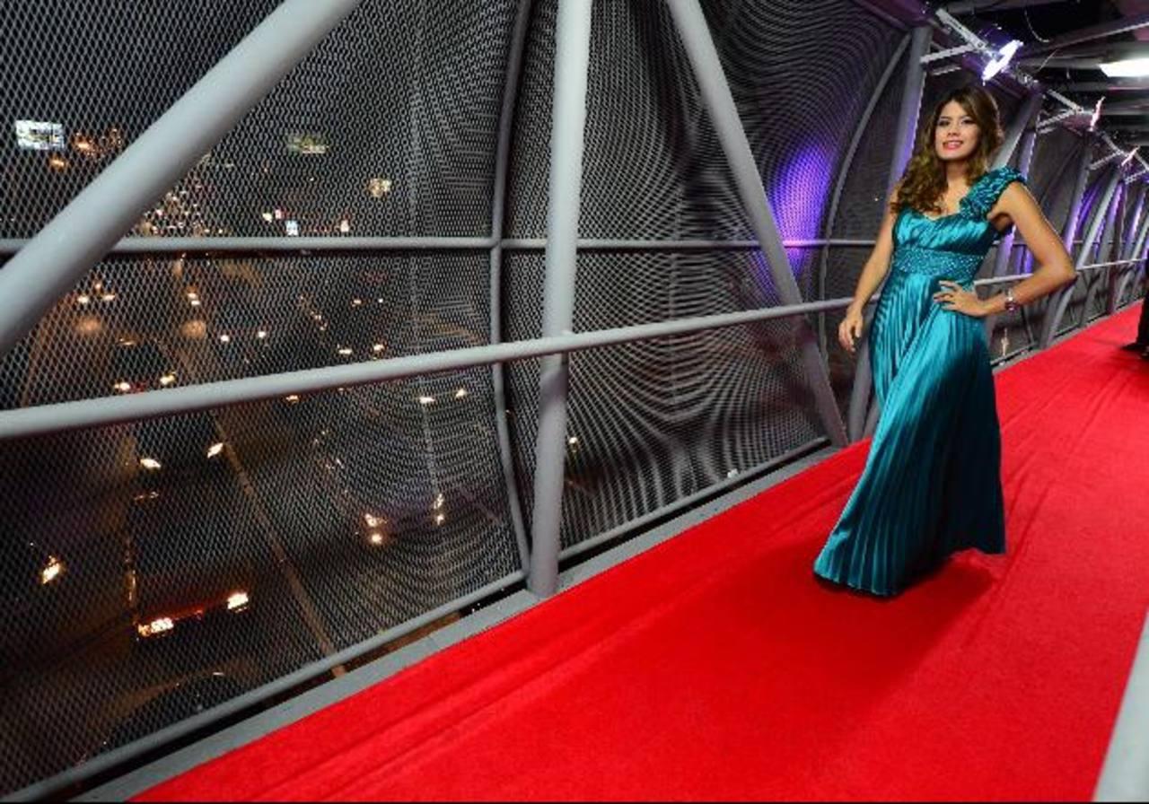 Un vestido largo pero de corte moderno no puede faltar en el guardarropa. Foto EDH