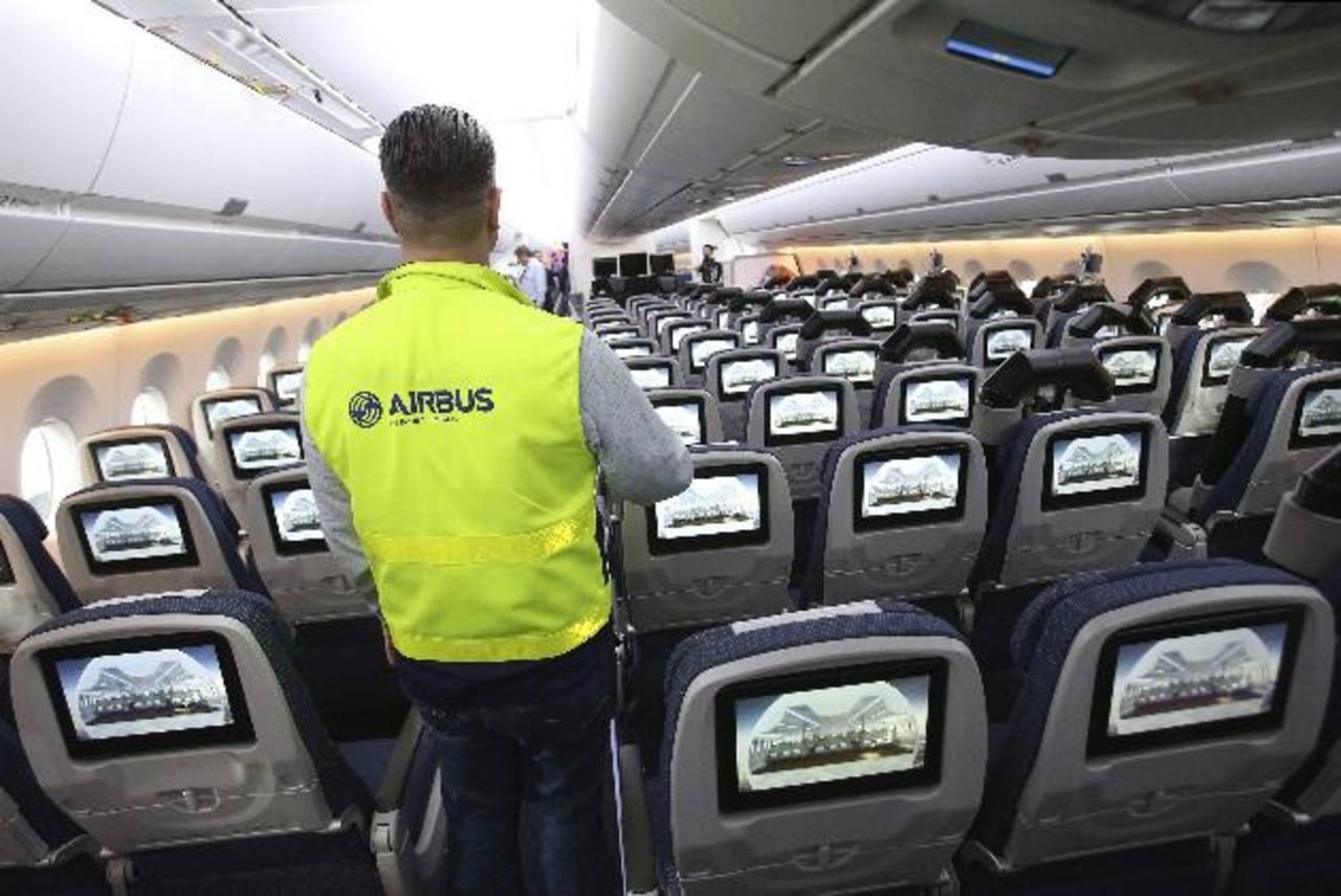 El A380 es el avión de pasajeros más grande, puede transportar a 850 personas.