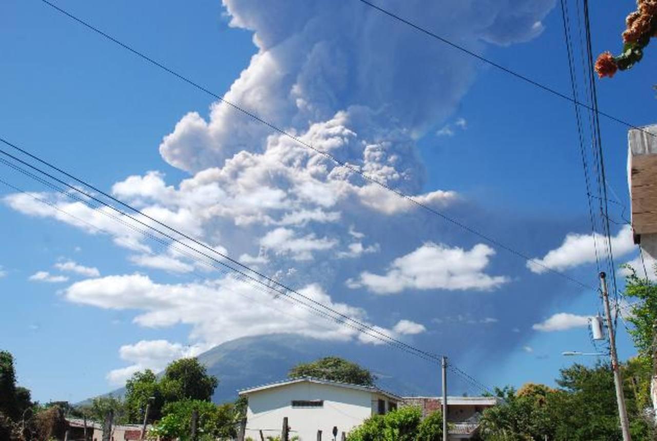 La imagen fue captada minutos después de iniciada la erupción del 29 de diciembre de 2013. foto edh / carlos segovia