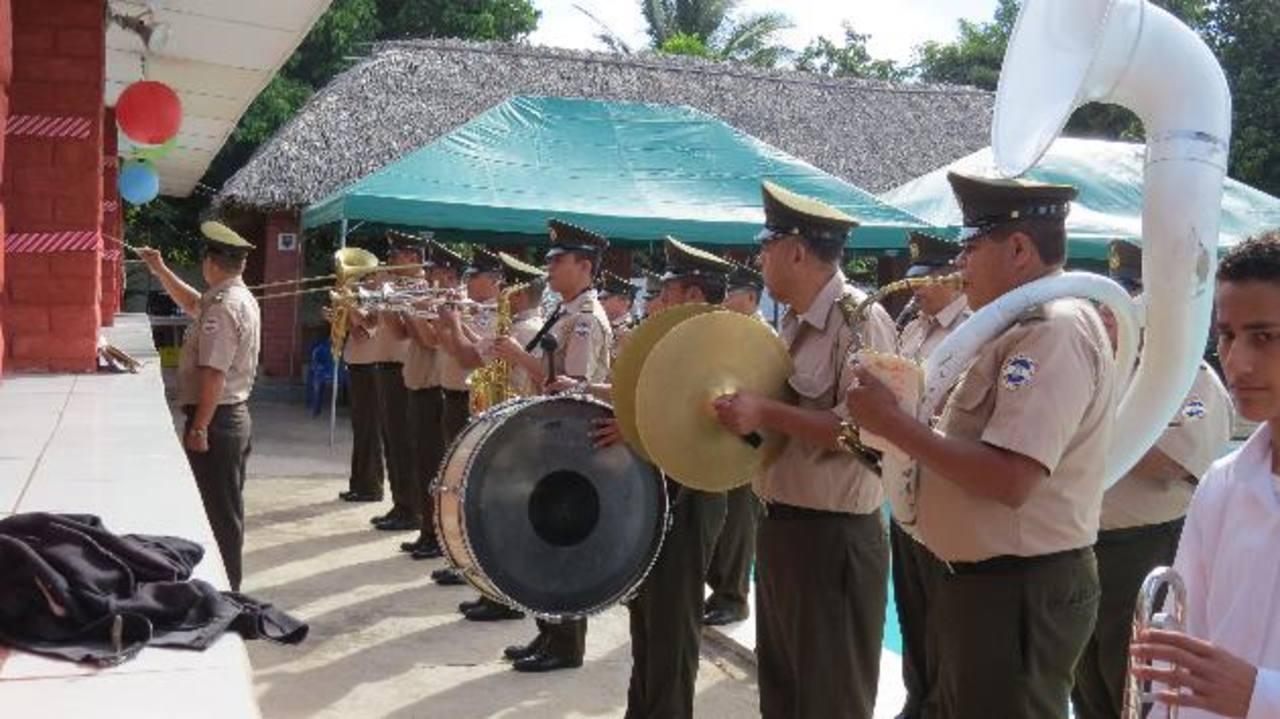 Los jóvenes que deseen incorporarse a la banda regimental recibirán clases gratuitas. Foto edh / Roberto Zambrano.
