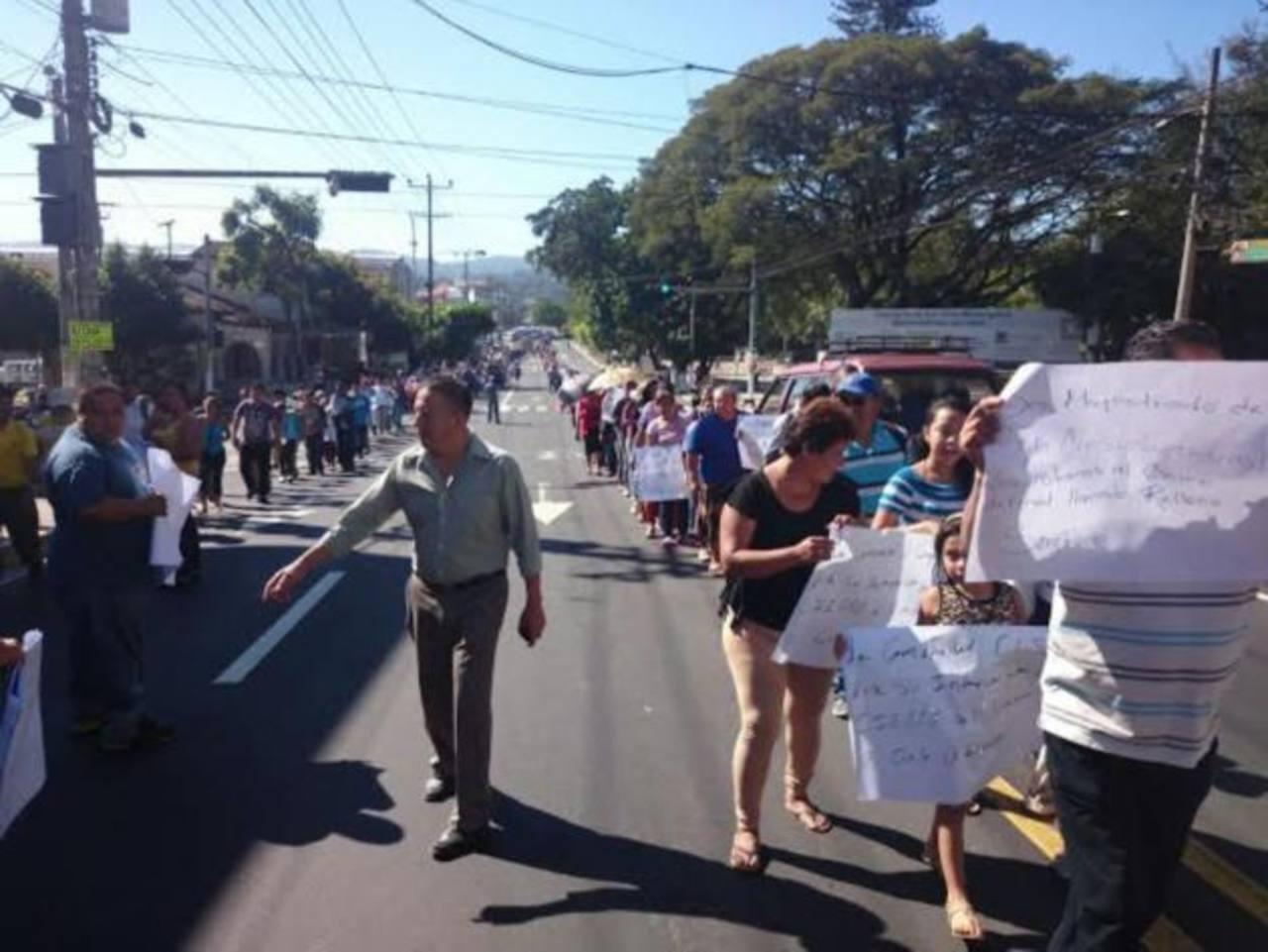 Comunidades de Santa Ana protestan por relleno sanitario