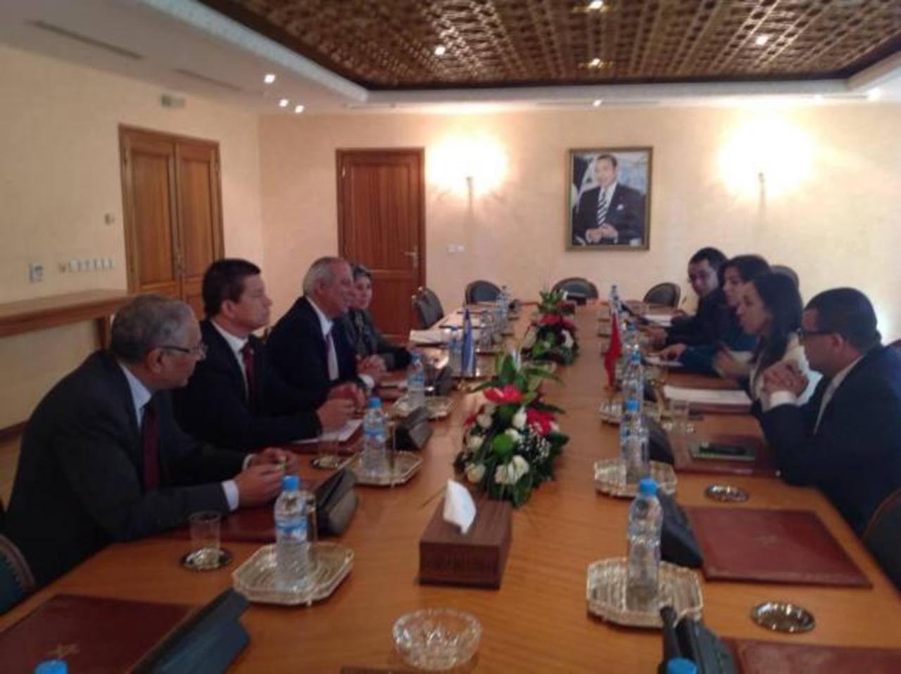 En la imagen Sigfrido Reyes (tercero de la izquierda) con delegados en Foro de Marruecos.
