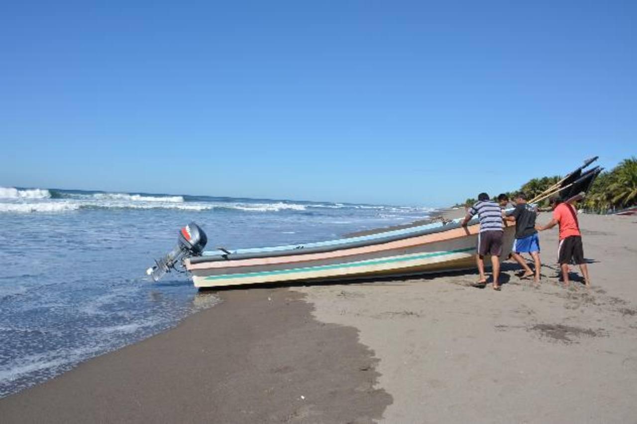 Una de las principales fuentes de ingreso de los habitantes de la zona es la pesca. Piden más apoyo de las autoridades para mejorar su calidad de vida.
