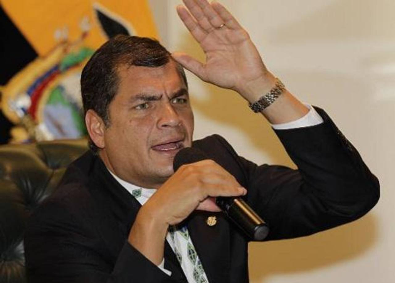 El gobernante Rafael Correa defiende, el fallo constitucional que abrió la puerta a la reelección indefinida en Ecuador.
