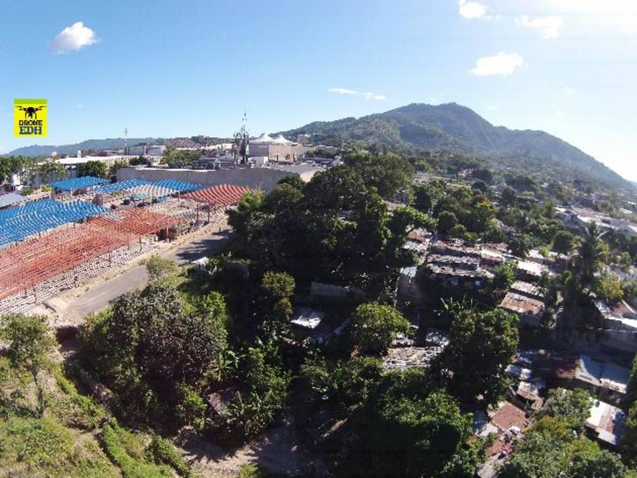 La comunidad Jardines del Bulevar colinda con la terminal de Integración del Sitramss, la cual quedó abandonada en marzo.