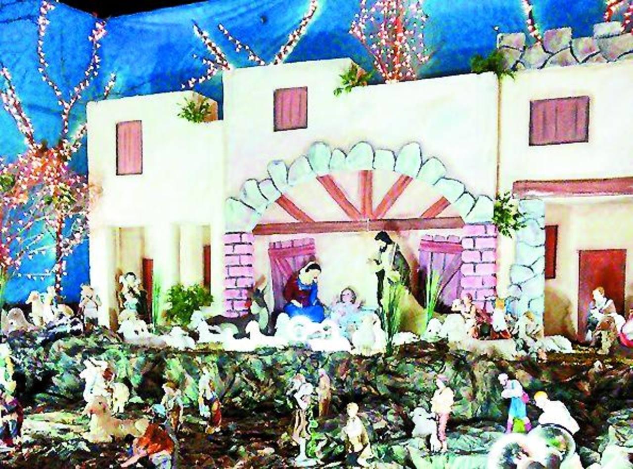 El domingo se llevó a cabo la bendición del nacimiento, al que asistieron cientos de personas. Foto edh / CORTESÍA