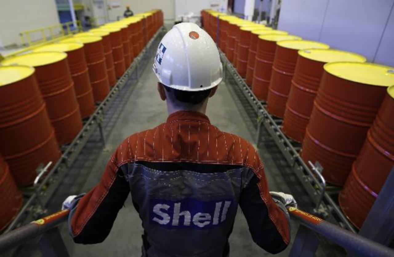 Caída del rublo y crudo hacen colapsar a Rusia
