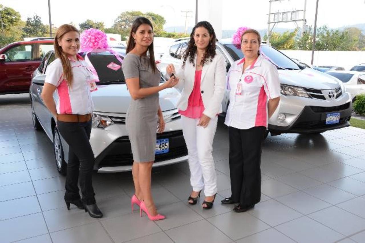 Taxis serán conducidos por mujeres que han sido capacitadas en diversas áreas. EDH / Mario Díaz