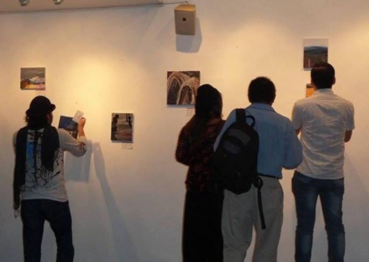 El público tuvo una interacción de cerca con las obras de este creador que hablan sobre los paisajes en los sueños.