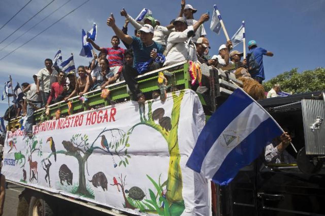 Agricultores protestan contra la construcción del canal interoceánico, durante una manifestación en Managua. foto edh / ap