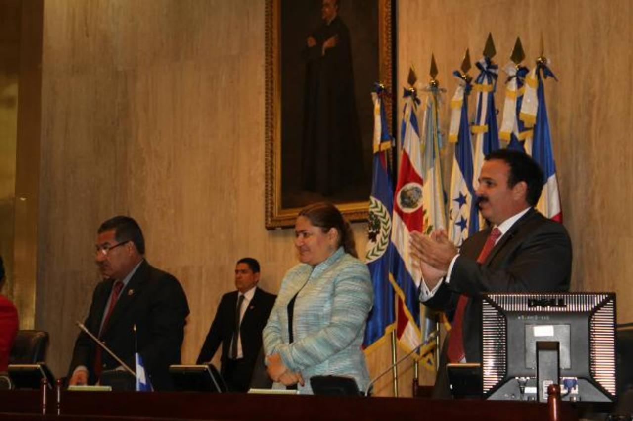 Sandra Salgado, diputada por GANA, fue juramentada como tal el 1 de mayo de 2012 y a la vez fue electa junto a otros 13 legisladores como directiva del Congreso. foto edh / archivo