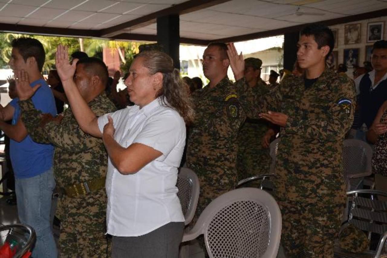Con la capacitación, la guarnición militar dará una mejor atención a este segmento poblacional . Foto EDH / Iris Lima