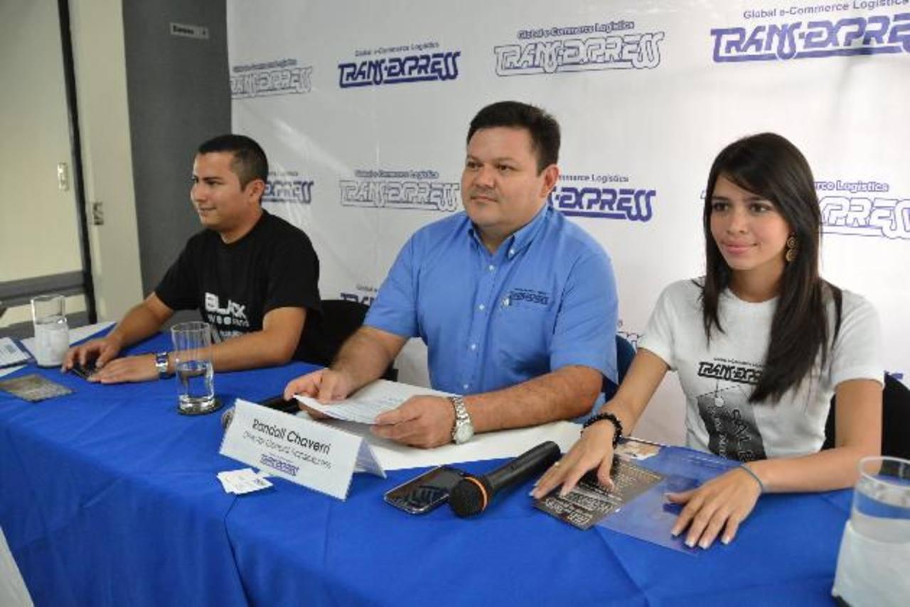 Randall Chaverri (al centro), director general de la empresa habló sobre los beneficios de la promoción.