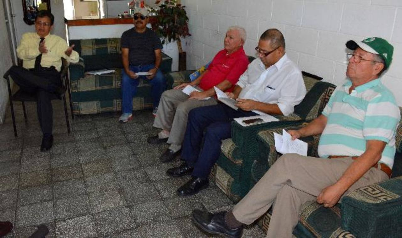 Un grupo de militares y pensionados buscará anular la venta de los lotes porque lesiona sus intereses, dijeron. Foto EDH
