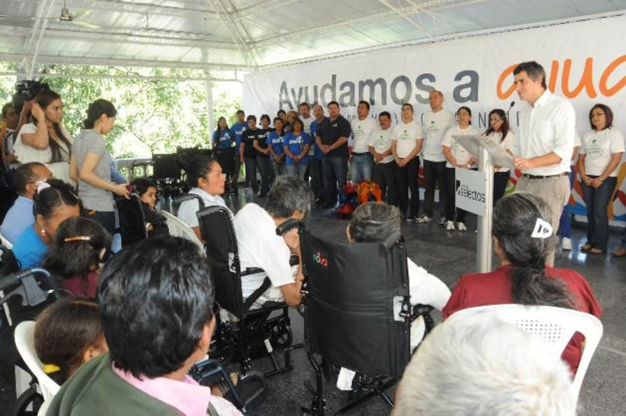La entrega del donativo se realizó en las instalaciones de Grupo Calleja. Foto EDH / Lissette Monterrosa.