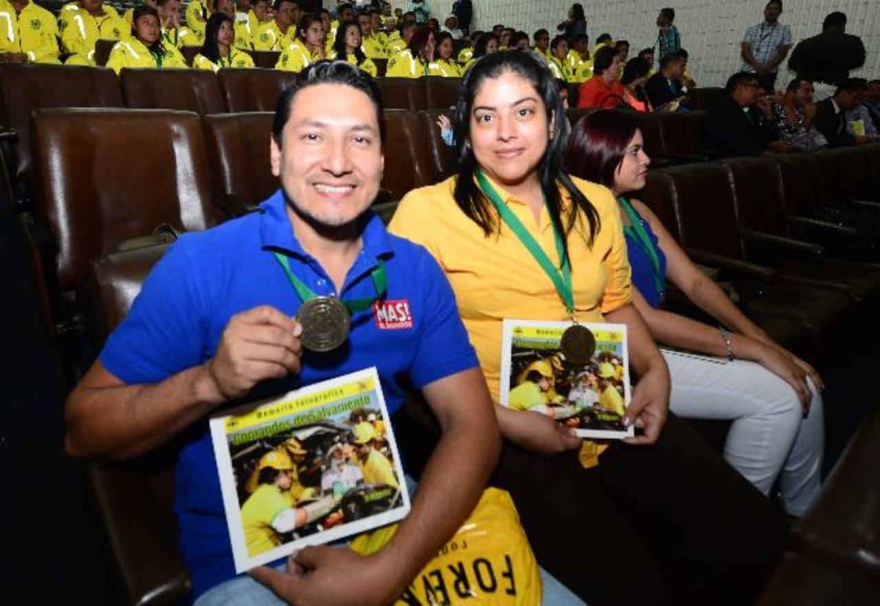 Periodistas Mauricio Pineda y Diana Escalante fueron dos de los galardonados por El Diario de Hoy. Foto EDH / Éricka chÁvez