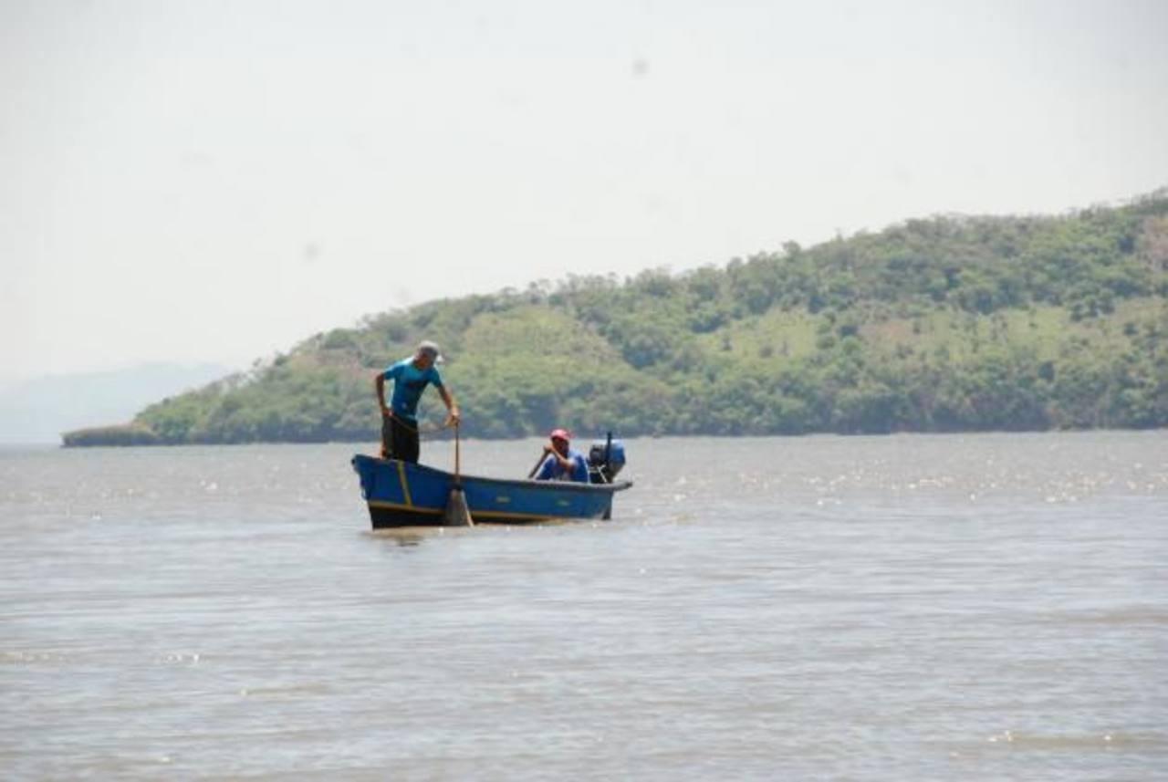 El pescador fue rescatado en aguas salvadoreñas; sin embargo, hay un hondureño desaparecido. Foto EDH / archivo