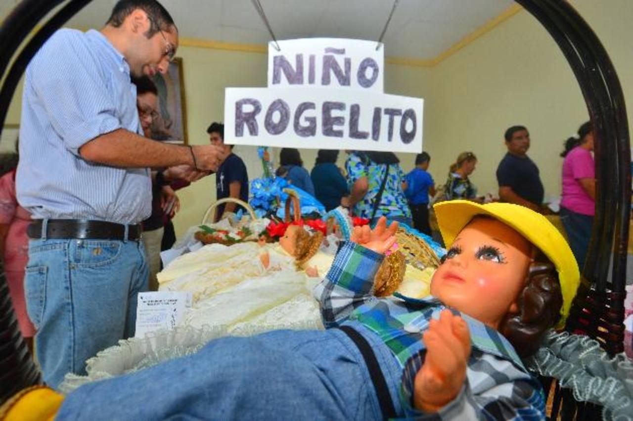 Los salones de la parroquia de los Santos Niños Inocentes recibieron a las estatuillas, las que llevaron como muestra de agradecimiento. Fotos edh / René Quintanilla