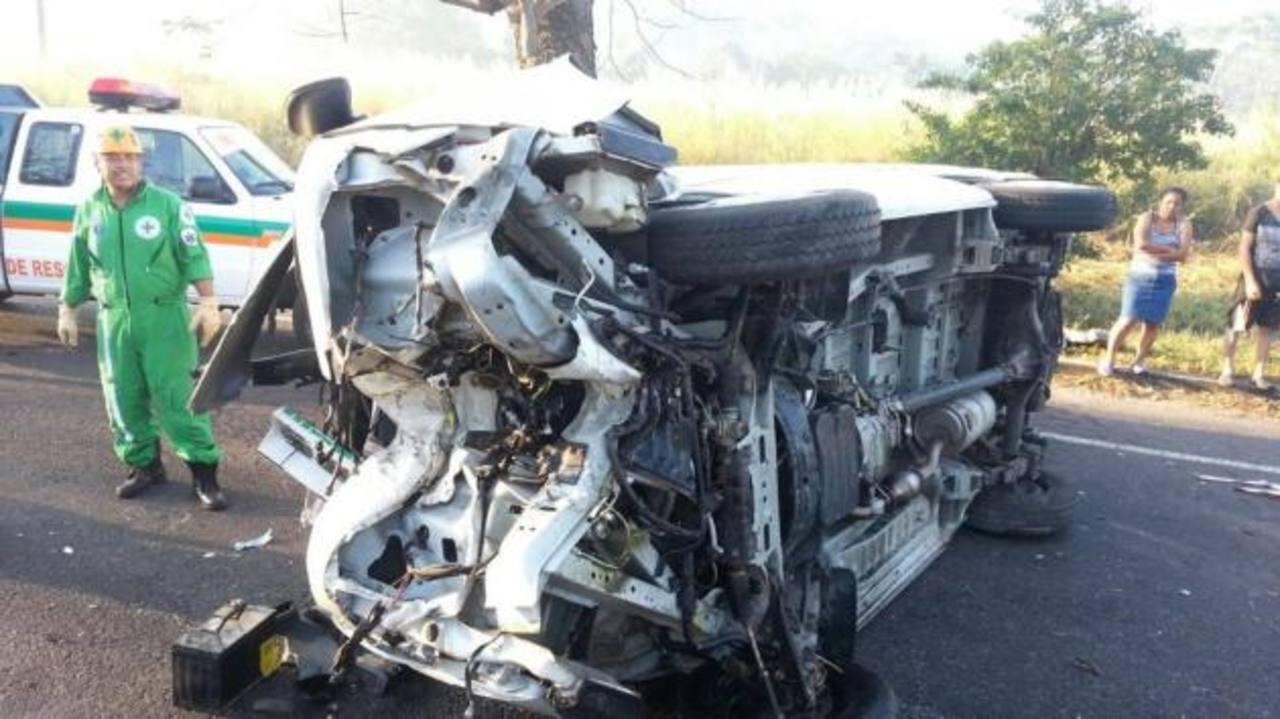 Accidente en carretera de Santa Ana a San Salvador. /