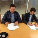 Fiscal General, Luis Martínez, y Nicola Melchiotti, gerente de Enel Green Power, firman acuerdo en Washington. Foto EDH / Cortesía FGR.