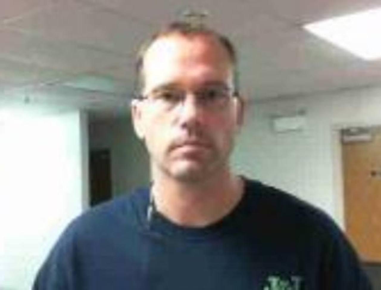 Jody Lee Hunt, de 39 años, es perseguido por las autoridades, quienes lo implican en los tres tiroteos. foto edh / ap