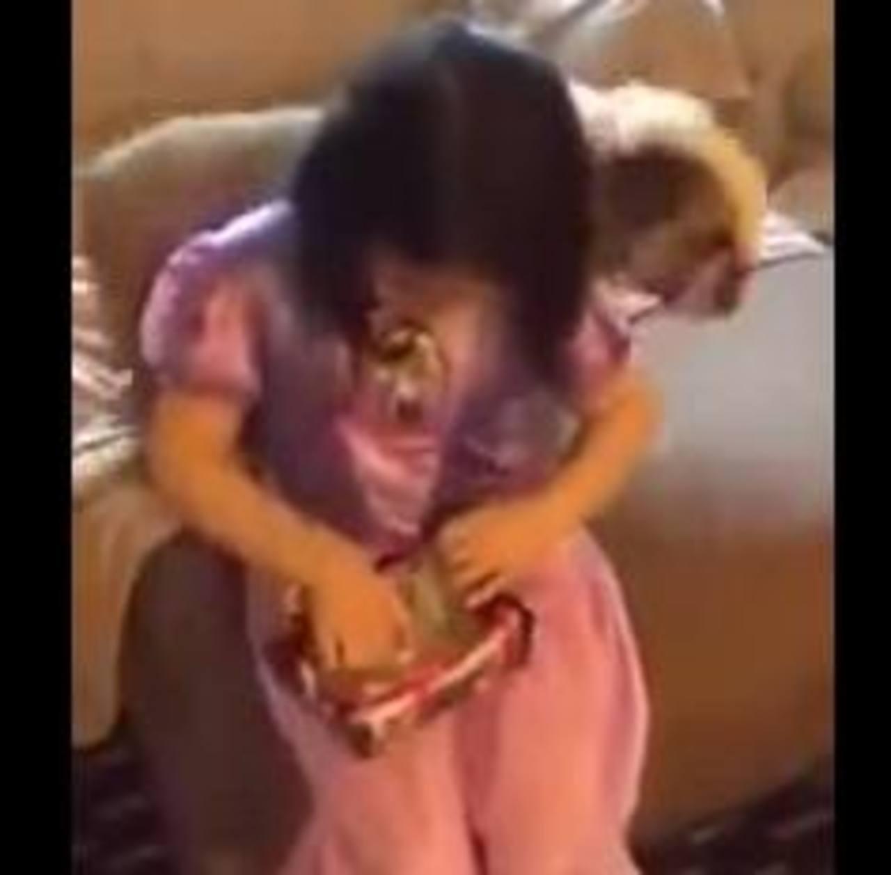 "VIDEO: Padre hace broma a su hija y le obsequia una muñeca ""Frozen"""