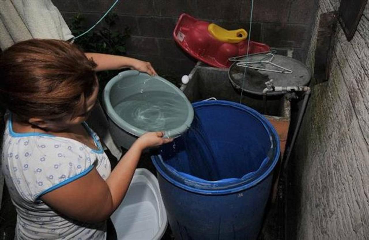 Anuncian suspensión de agua en varias colonias de San Salvador