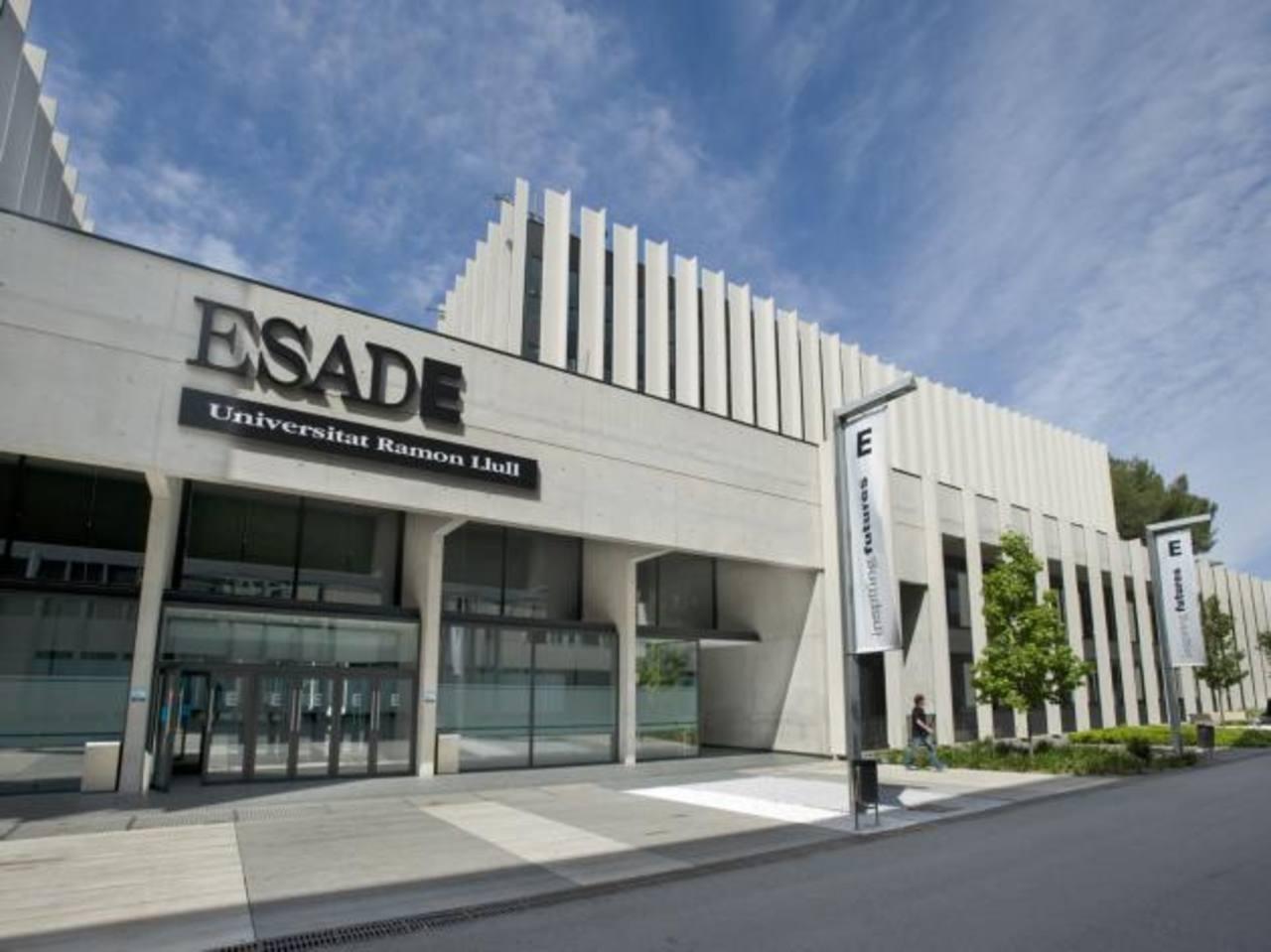 Fachada de uno de los dos edificios de ESADE en Barcelona, España.