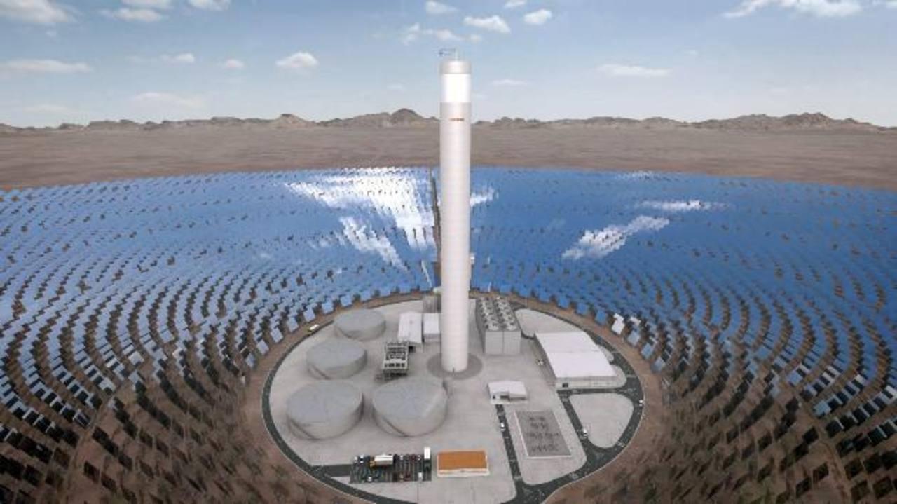 La planta voltaica, que será la más grande en su categoría, constará de 392,000 paneles que captarán la energía del sol para transmitirla directamente a la red. foto efe.