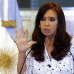 La presidenta de Argentina, Cristina Fernández, arremete con ex director de Inteligencia.