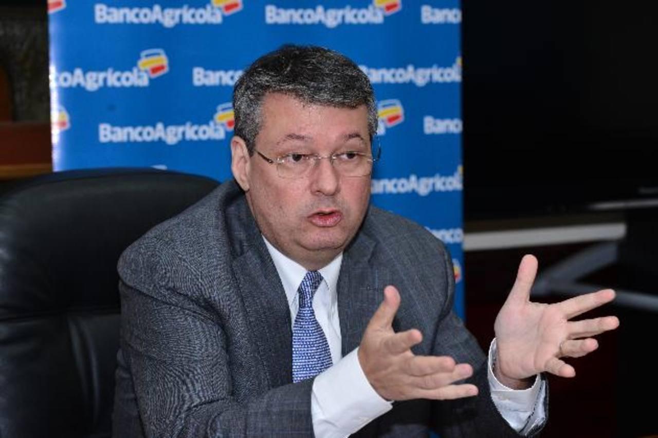 Rafael Barraza, presidente del Banco Agrícola, sostuvo que el país debe eliminar trabas burocráticas y combatir la inseguridad.
