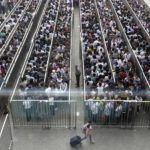 Largas filas para subir al metro de Pekín serán historia a partir de la próxima semana.