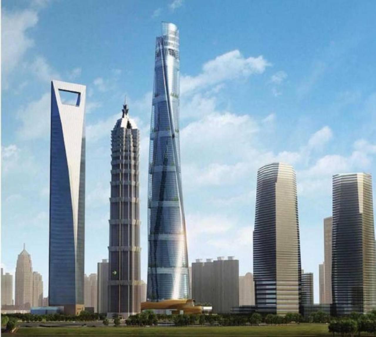 """La Torre de Shanghái se encuentra entre dos vecinos emblemáticos, la torre """"Abrebotellas"""" y la Jin Mao."""
