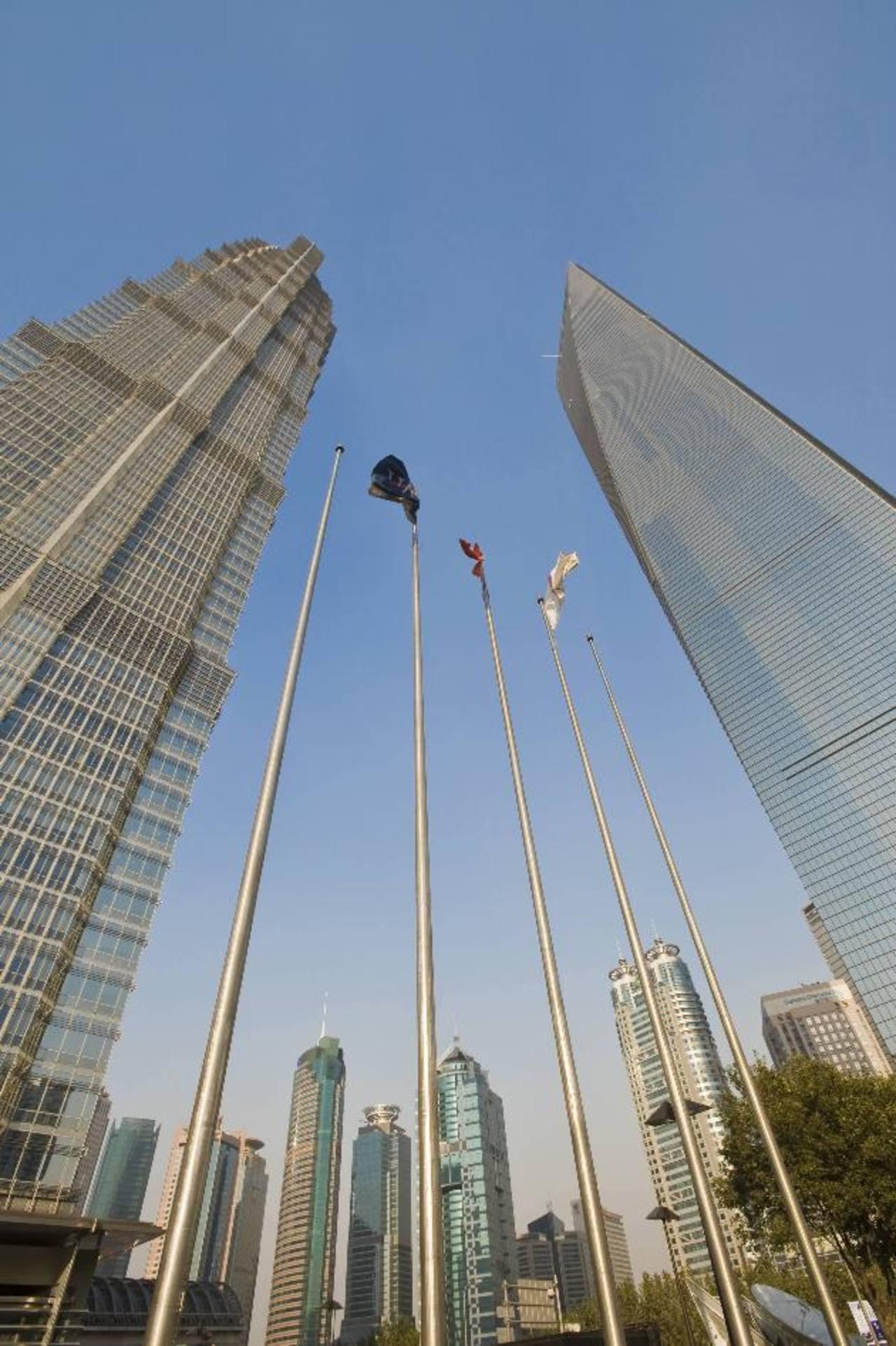 Rascacielos en el centro financiero de Shanghai, una de las principales ciudades de China, que cuenta con más de 23 millones de habitantes. Foto Expansión / DPA