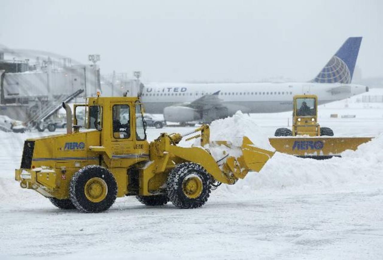 La ciudad restringió el tráfico aéreo y terrestre debido a las intensas nevadas. Hay críticas a las medidas. Foto EDH