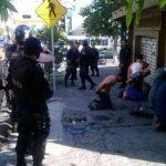 Policías del 911 capturaron a cinco supuestos asaltantes en San Salvador. Foto EDH /Cortesía PNC
