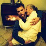 Giancarlo detalló que en la foto, que se convirtió en furor mundial, su abuela no está llorando, sino que su expresión triste se debe a su actual debilidad.